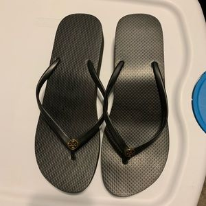 Authentic Tory Burch flip flop.